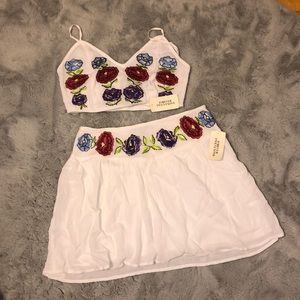 Linen and embroidered set